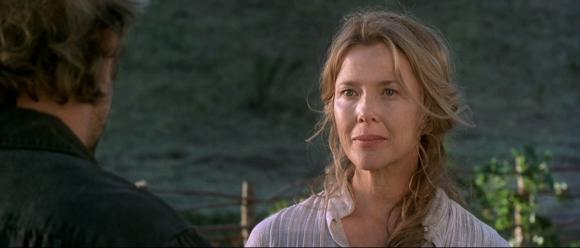 Douce et serviable, Sue représente la femme idéal pour un homme tourmenté comme Charley.