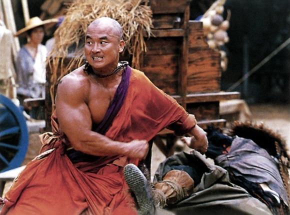 Les moines bouddhistes, faut vraiment pas leur chercher des noises !