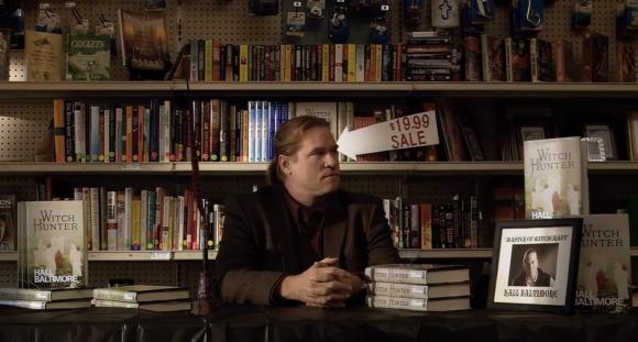 Ah ! Je comprends mieux pourquoi Coppola l'a engagé: il était en soldes !