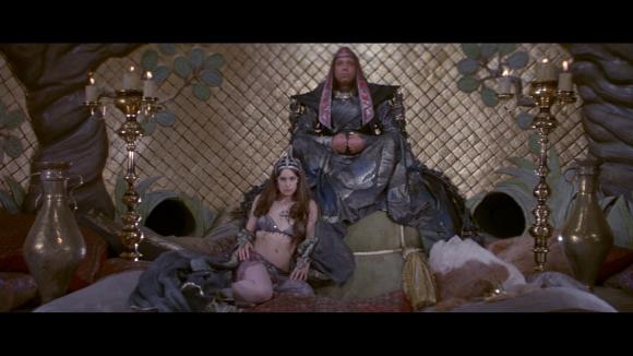 Thulsa Doom représente le Mal dans toute ses largeurs.