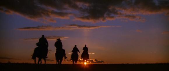 Le film termine comme il commence: avec une imagerie western des plus appréciable.