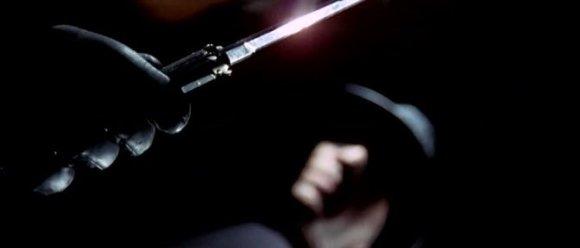 L'aspect phallique des armes blanches n'aura échappé à personne.
