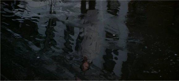 Une plongée en eaux troubles dans les rouages gouvernementaux.