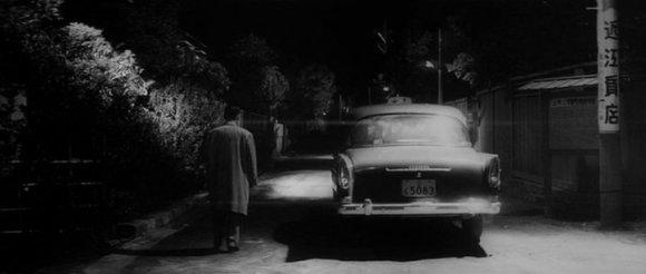 Le film flirte de temps à  autre avec le fantastique, représentation judicieuse de ce qui échappe à notre contrôle.