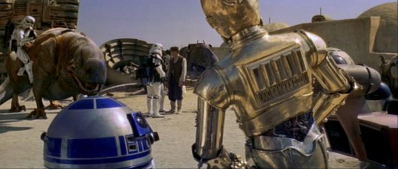 Le duo formé par les C3-PO et R2-D2 est sans doute le groupe de personnages le plus présent dans le film.