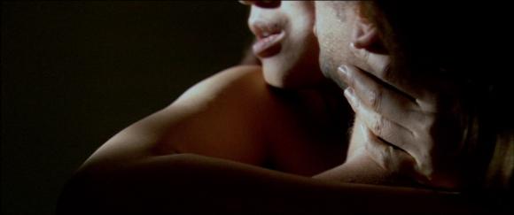 Si l'amour de Sonny semble sincère, c'est toujours montré au détriment de son partenaire.