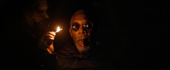 L'apparition de Morgan Freeman a provoqué des ricanements de hyènes à de nombreux endroits de la salle...
