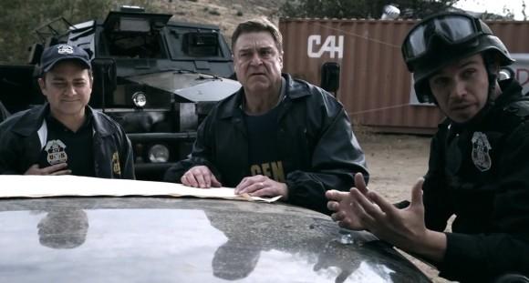 John Goodman et Michael Parks sont des personnages aux antipodes l'un de l'autre.