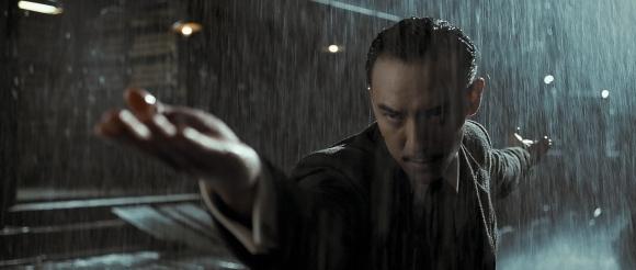 Tout ce qui touche au personnage de La Lame est torché en trois scènes.